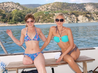 Amanda and Vanessa - Boattrip